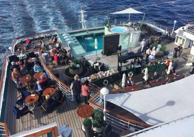 Noch vor dem Mittagessen wird das Seemanns-Büffet eröffnet