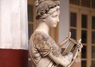 Eine der zahlreichen Skulpturen im Park des Achilleion