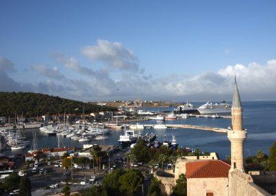 Blick von der Festung auf den Hafen von Çesme